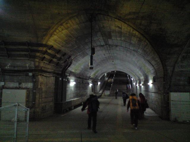 週末:国境のギザ長ゆすトンネルを抜けると