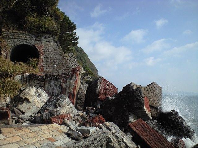 廃線:トンネル坑口は崩壊してました