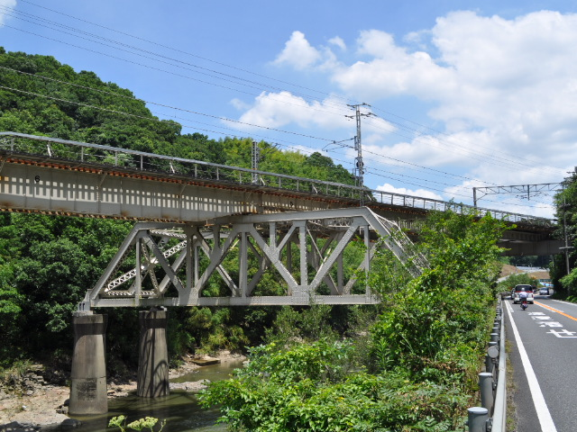鉄道:関西本線の珍しい橋脚(?)