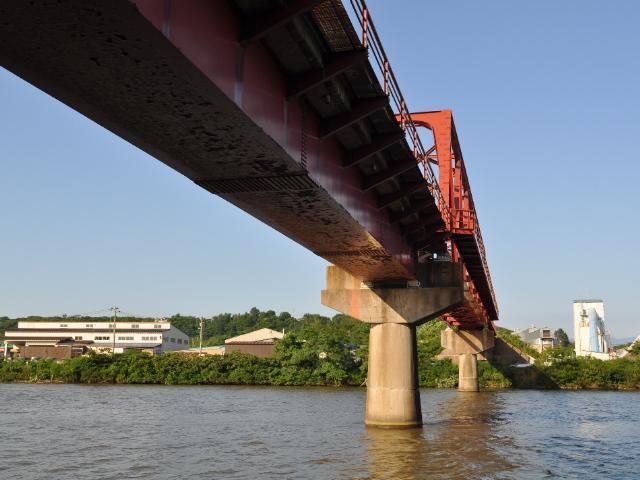 鉄橋:なぜか無性に惹かれる鉄橋