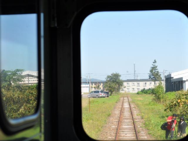 鉄道:終着駅で女子高生が
