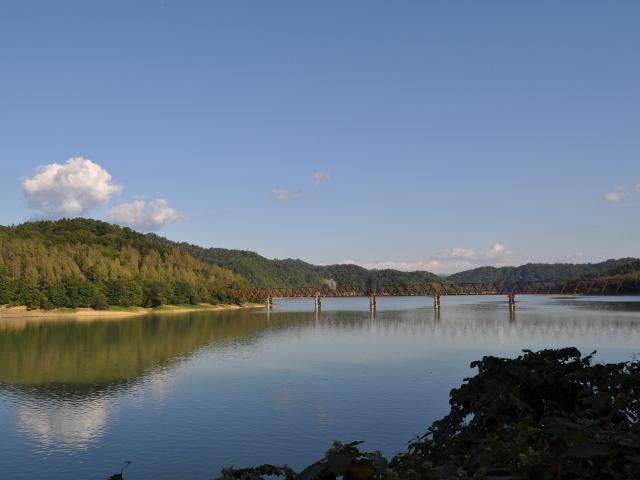 三弦橋:とある湖の森林鉄道