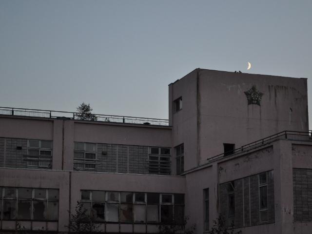 廃校:月はどちらに出ているか