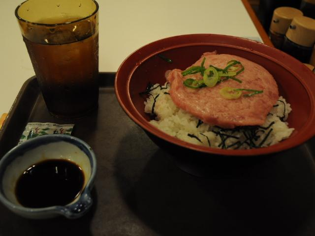 グルメ:すき家のマグロたたき丼