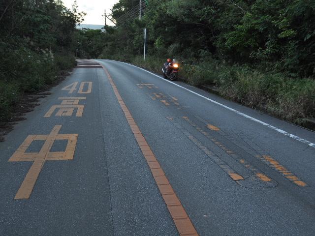 道路:これは酷い40高中標識ですね