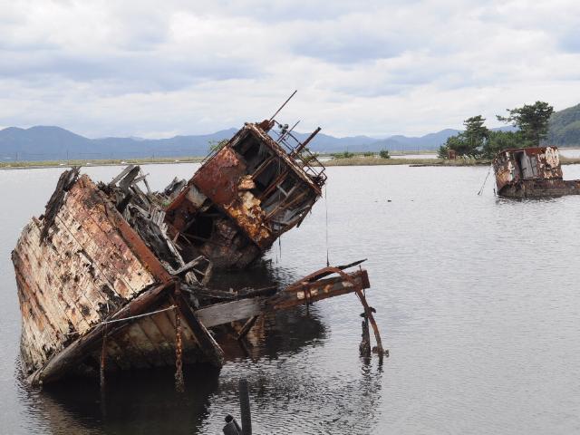 廃墟:廃船と未成道
