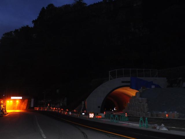 道路:酷道252号線の未成トンネル