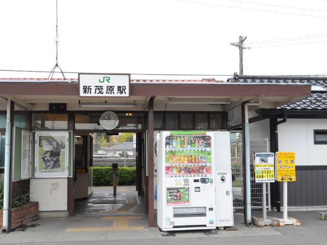 鉄道:こんな小さな駅舎に成田新幹線が