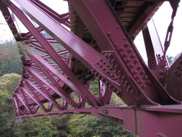 三弦橋@山中町は大変なトラス橋を残して行きました 中路逆三弦トラスねじり橋です