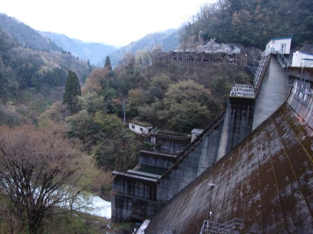 ダム@♪クレスコスコスコ クレスコスコスコ クレスコスコスコ ダム放流っ!♪ in我谷ダム
