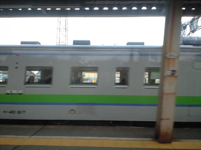 旭川行き始発って気動車だったんだ… 赤い電車で妙にバカ停してた記憶があるけど それにしてもなぜ気動車?