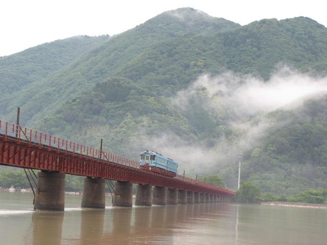 たまたま小雨のときにたまたま列車が来て助かった