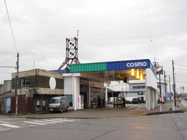 建築@これは素敵な2世代型ガソリンスタンドですね