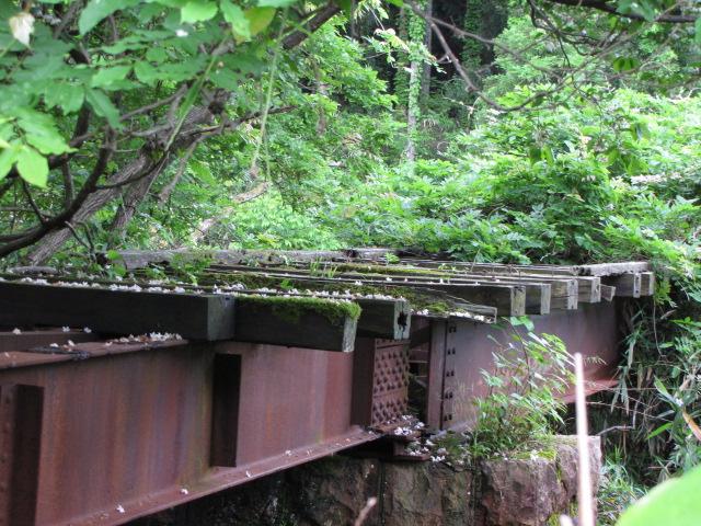たとえばこんな廃鉄橋とか