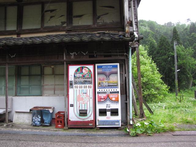 たとえばこんな廃自販機とか