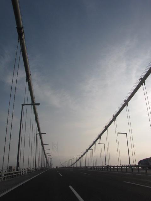アーチ橋が「首都消失」(小松左京)っぽい感じに