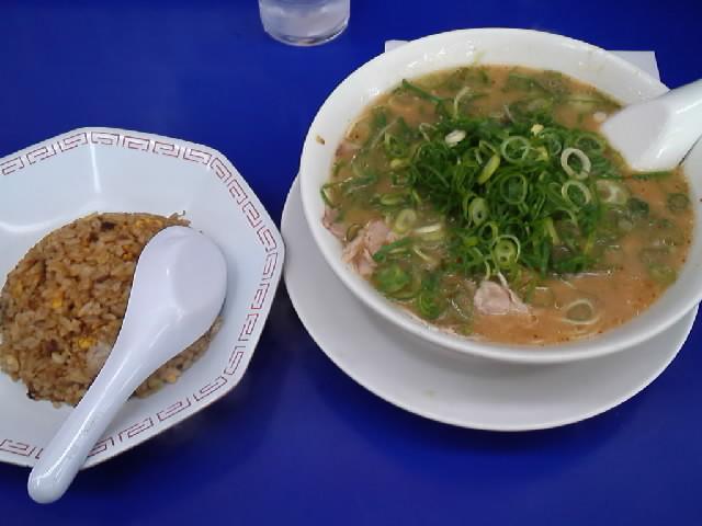 グルメ@今日のラーメニング 来来亭の玉津店 こってりラーメンの炒飯定食 このチャーハンはハズレだった