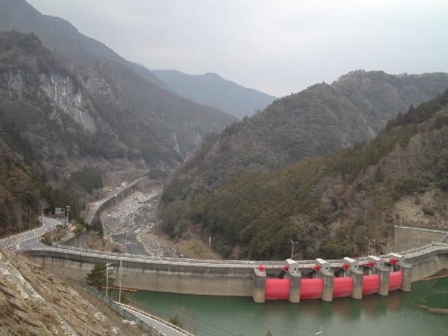 ダム@クレストゲート5門も備えたアーチ型農水ダムとはエロスですなぁ