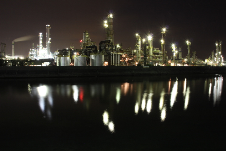 コンビナート・アイランド そういや海上に浮いて移動する発電プラントか石油精製プラントがあった気がする