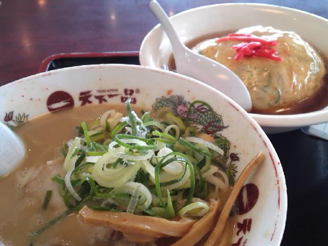 グルメ@今日の #ラーメニング 天下一品で天津飯定食とコッテリラーメン カメラのピントはもちろんネギピン