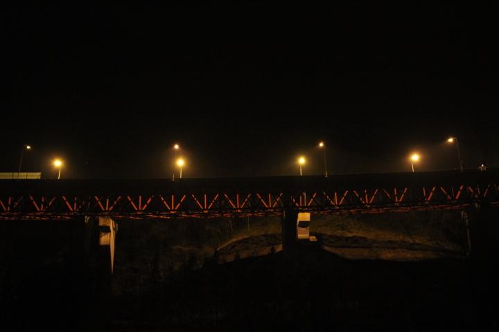 夜のトラス橋
