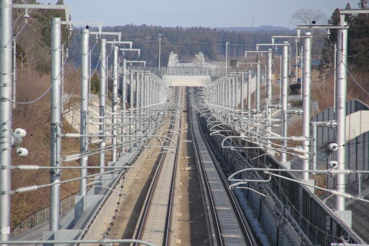 鉄道@あの未成だった区間が今では立派になって… #ロリ鉄 しかしまさか駅前がスーパーマーケットとはトホホ