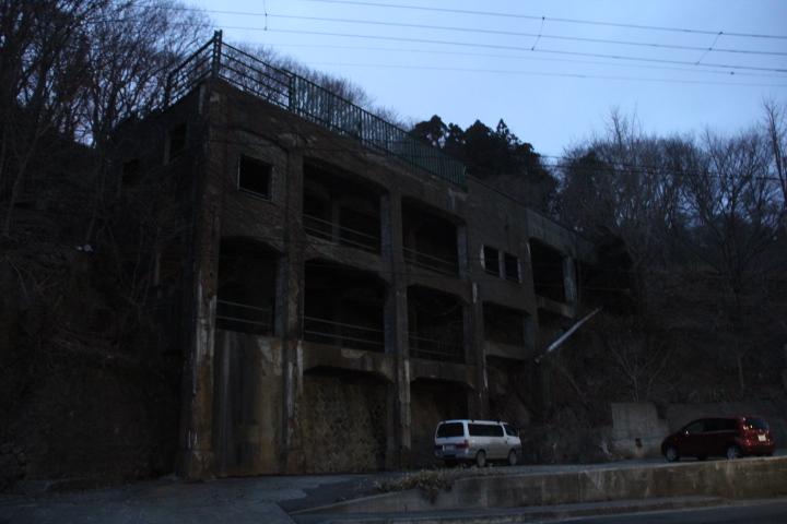 廃線跡を探してる際に遭遇した大型廃墟その2 こんな場所に鉱山でもあってのか、はたまた積み込み施設か?