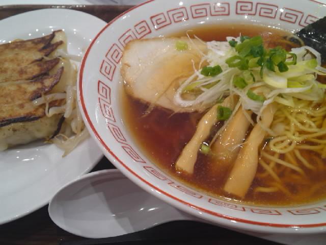 グルメ@今日の #ラーメニング 浜松PAの浜松餃子の浜北軒 オーソドックスな醤油スープに魚ダシのあっさり味