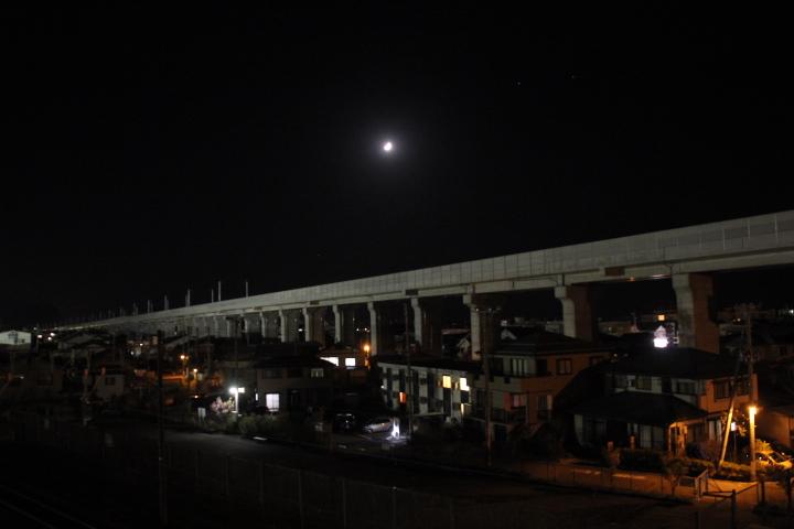 未成線@市街地を貫く未成新幹線 #ロリ鉄