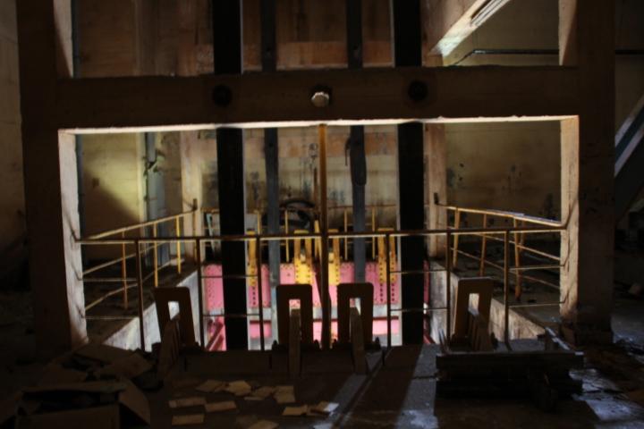 炭鉱@とある炭鉱の高速立坑 (エヴァンゲリオンの射出時に最初に動いてる機械の元ネタがコチラになります)