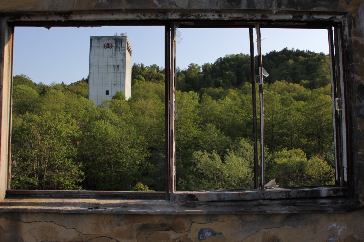 炭鉱@とある炭鉱の立坑櫓(ワインディングタワー)