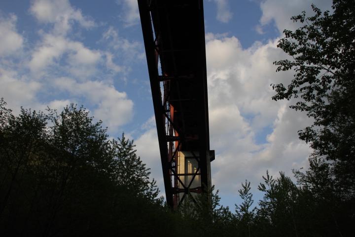 橋梁@先ほどのダム湖の堤体を見下ろすアーチ橋がコチラになります