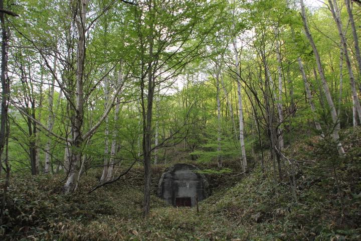 廃線@先ほどのダム湖の湖底に繋がるトンネルがコチラになります