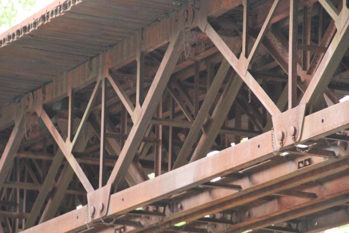 橋梁@JKTの上弦材って分格トラス構造ってことでよいのだろうか