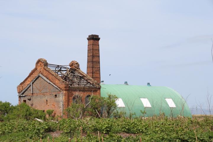 建築@大正2年建造で声問レンガ製の秋田木材発電所 D型ドーム付きに改装して現役の農業施設だとか