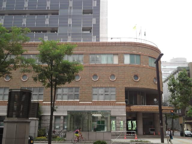 今日の近代建築(警察署) 割りと新しいビルのようだけど、近代建築風の仕上げとしては丁寧に思えます