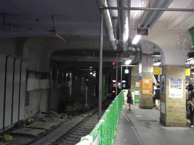 改築工事で開業当時の壁の装飾が見えるようになっていた阪神三宮駅がとうとう番線ごとブチ抜かれてしまった