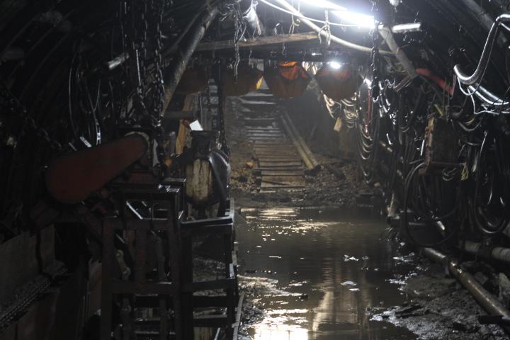 #Jheritage長崎産業遺産視察勉強会 メタンガス誘爆防止用の水入りラバー(某所は撮影禁止ですが池島はOKです