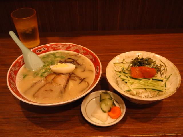 グルメ@今日の #ラーメニング 博多駅の麺街道の二葉亭でとんこつラーメンと明太丼の定食