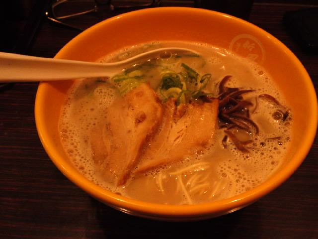 グルメ@今日の #ラーメニング マー油ラーメン未体験者を誘って博多駅の麺街道の新風で2回目の豚骨ラーメン