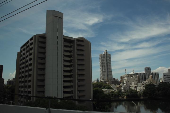 広島駅近くのツインコリダー団地だと思う ※ちなみに「北広島駅」ではない 繰り返す 「北広島駅」ではない