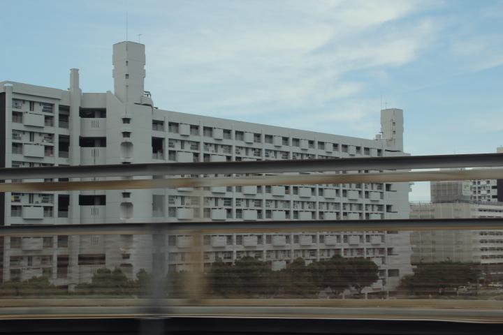 広島郊外にある外観の変わった団地 そういえば広島駅東側のカオスな商店街は再開発が始まったのだろうか