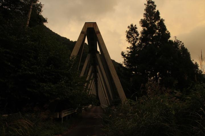 とあるダム湖の三弦橋