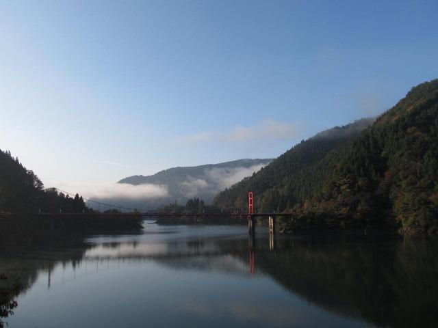 朝靄の魚梁瀬ダム                                                       #せまい線路サミット蝉丸ツアー