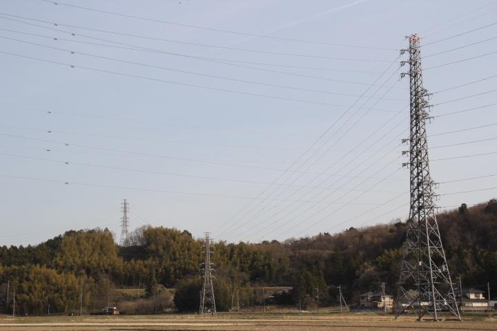 鉄塔と廃線跡