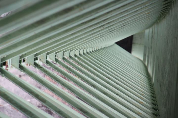 とあるダム湖の三弦トラス補剛吊り橋