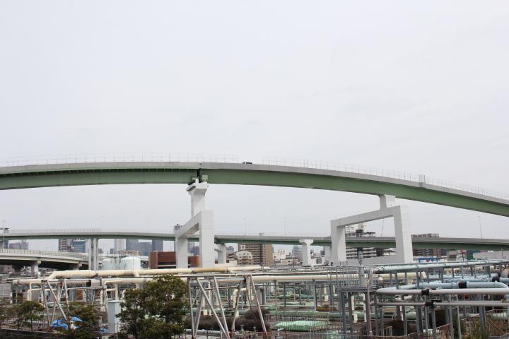 パイプラインと高架橋梁