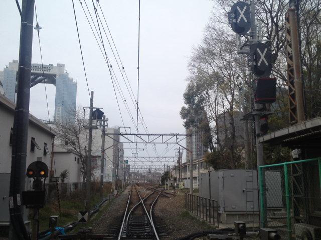 貨物の取扱いを止めただけで線路は生きてるかと思ったら、本線から分岐する信号がすでに廃止扱いになってた
