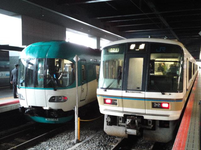 昔の京都駅と同じ匂いがする、と思ったらKTRの気動車だった なんで屋根の低いところにわざわざ…