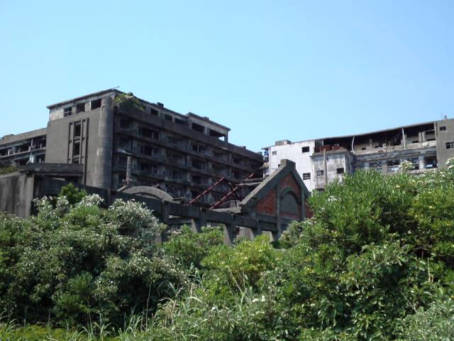 #長崎産業遺産視察勉強会 特別な許可を頂いて軍艦島(端島炭鉱)の鉱業所のの風洞(排気孔)も見学しています